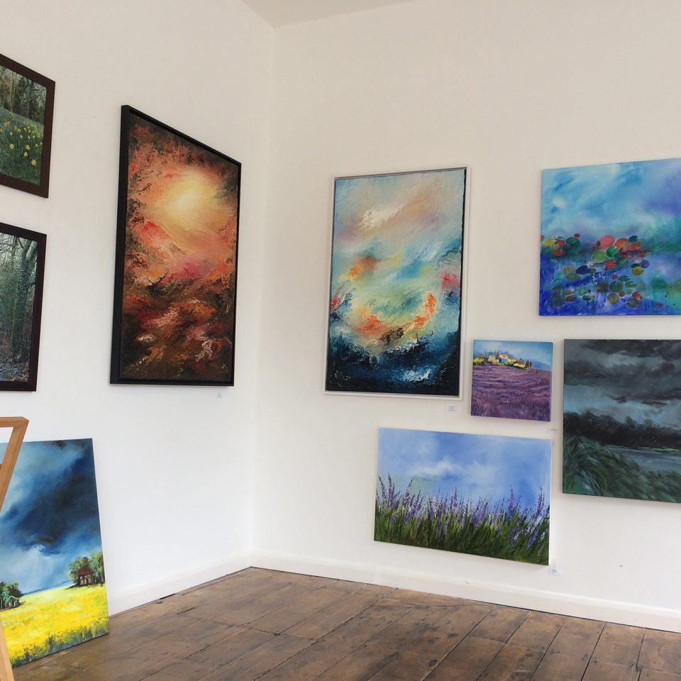 Paul Kingsley Squire painting at the Jeannie Avent Gallery London